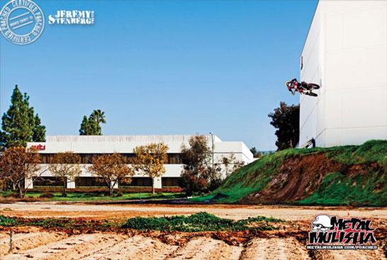 Twitch wallride egy Transworld Motocross hirdetésben (forrás: etnies.com)