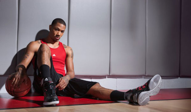 Az Adidas adiZero Rose 2 D-Rose 2 kosaras cipő a 2011-es MVP lábán