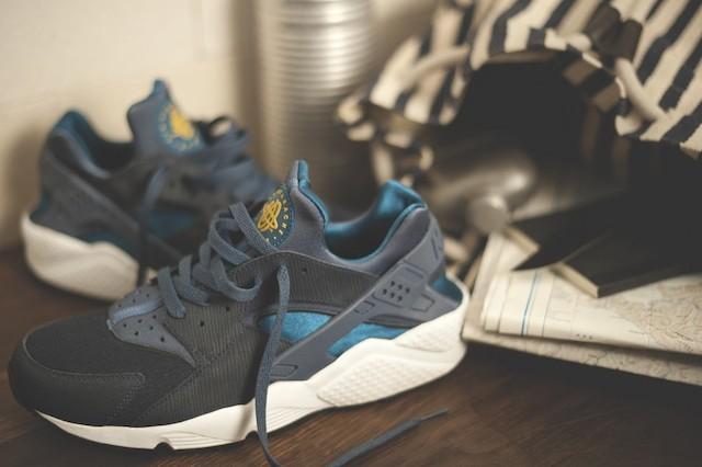 Size? x Nike - Navy Huarache