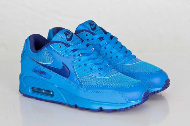 Nagyon kék Nike AM90 sneakerbox.hu blog