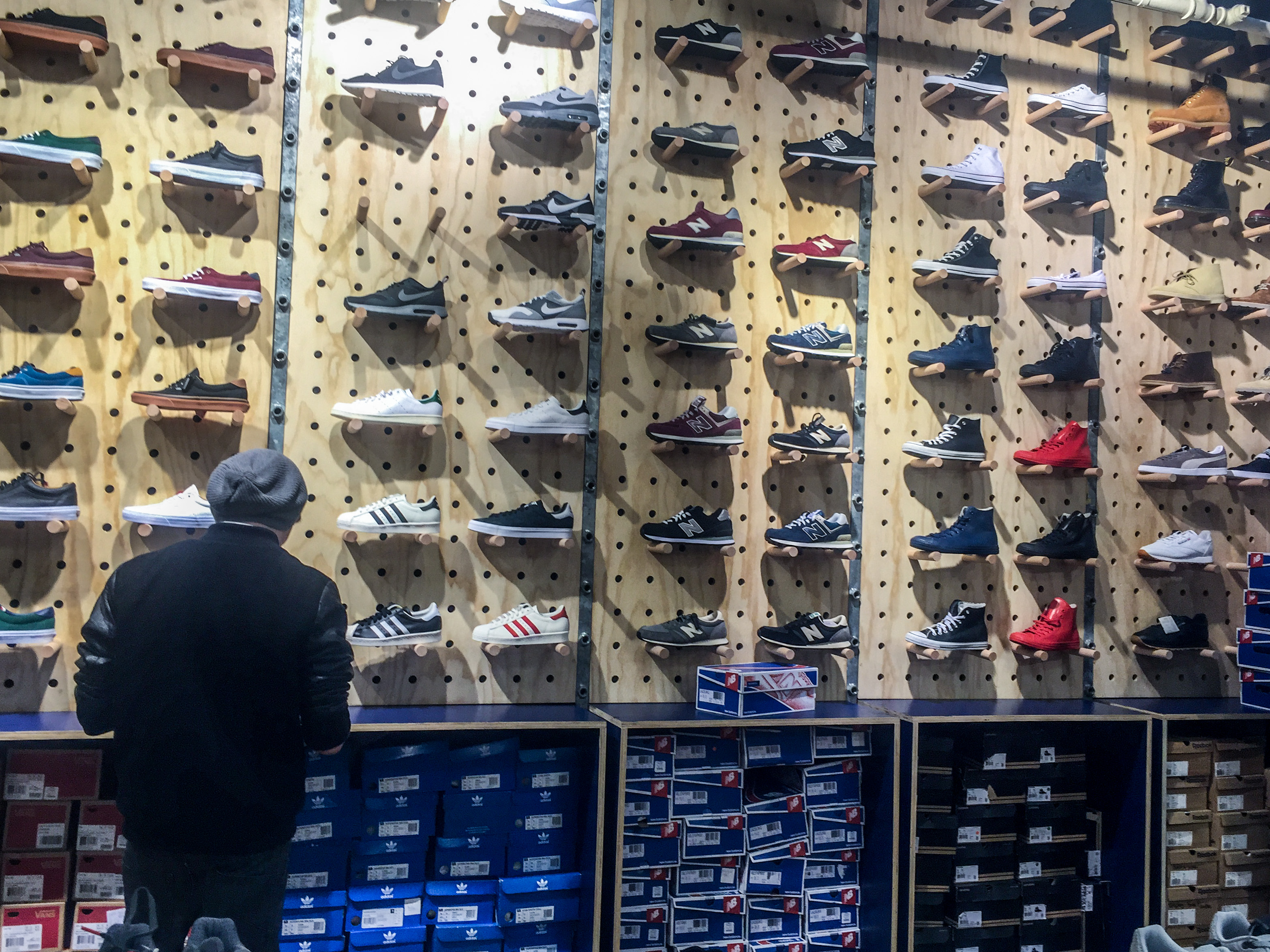 Az Urban Outfitters sneaker kínálata