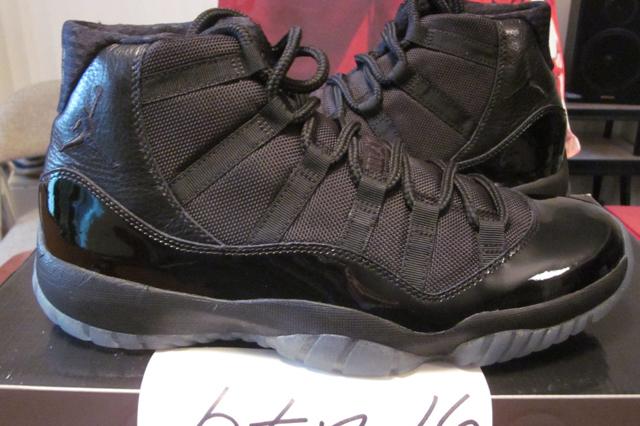 Air Jordan 11 (Blackout)