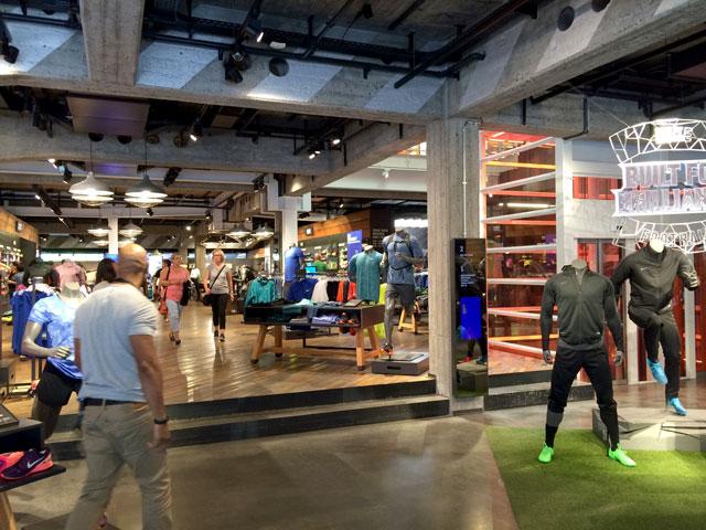 Berlin sneaker store check: a földszinti futó és training részleg