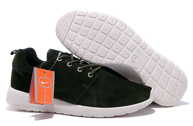 Nézd meg a talpat is: a hamis cipőknél sokszor amorf, vagy fura színe, fénye van