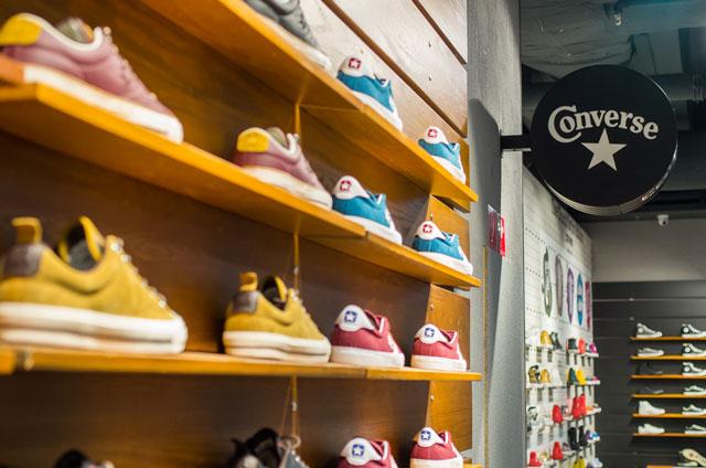 Cons cipők a Converse márkaboltban