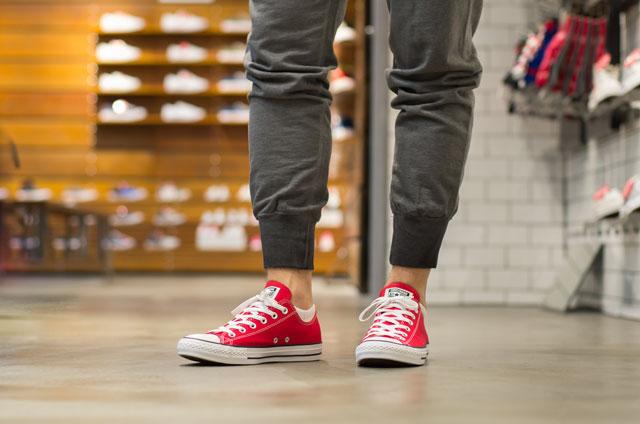 Converse Chuck Taylor All Star Low pirosban és szürke Converse melegítő nadrág - 18 990 Ft