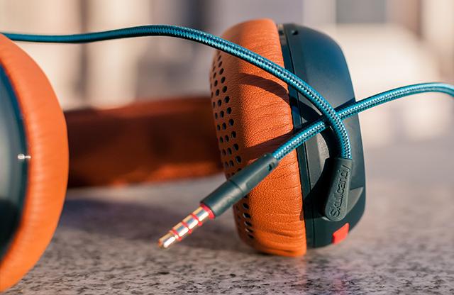 Cserélhető kábelek és extra kényelmes fülpárnák