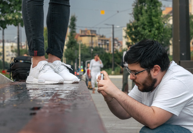 Használd okostelefonod okos vakuját sneaker fotózáshoz
