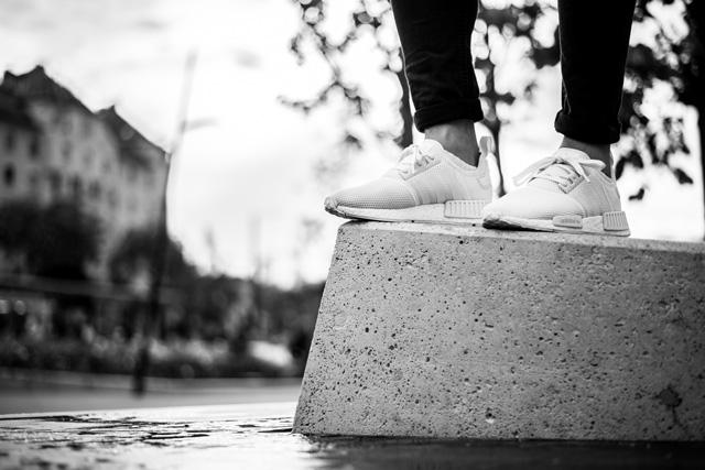 Fehér adidas NMD fekete-fehérben (Fotó: Farkas Christian)