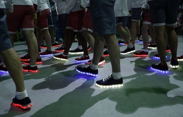 british_olympic_team_closingceremony_lightshoe