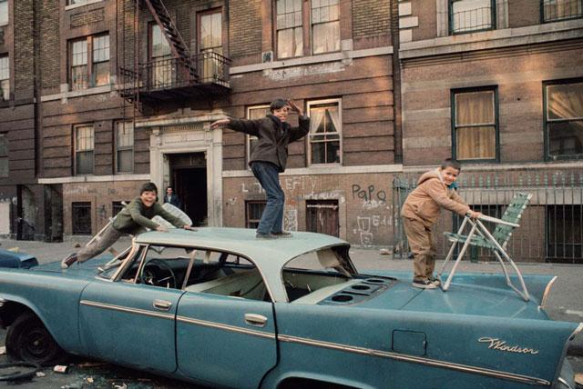 New Yorki külvárosi utcakép a hetvesen évekből