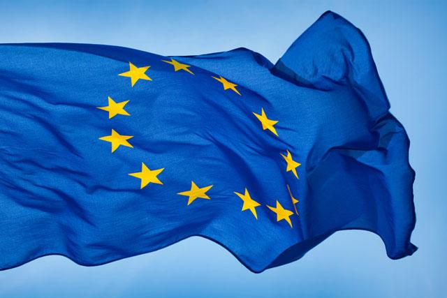 Az Európai Uniós országokból egyszerűbb és kisebb kockázata van a cipőrendelésnek