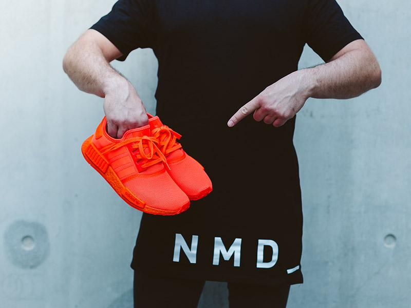 Nyerd meg te az adidas NMD R1 Triple Red színállást - vagy vedd meg 10% kedvezménnyel!