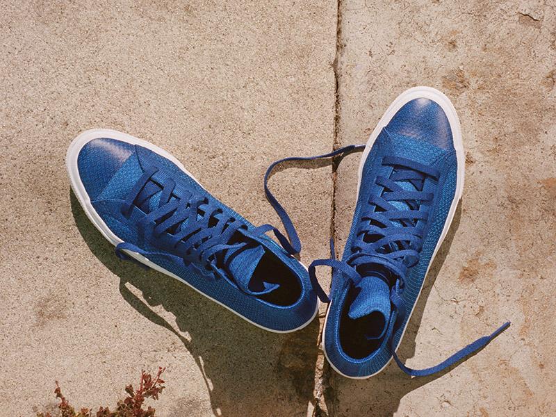 A Flyknites Converse cipő kék színben - itt láthatod a speckó orrát