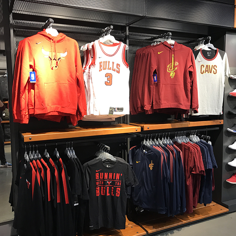 Nike Fashion Street Store Check