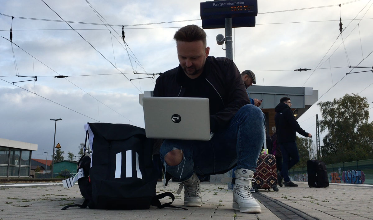 Még utazás közben is csak a blogolás :D