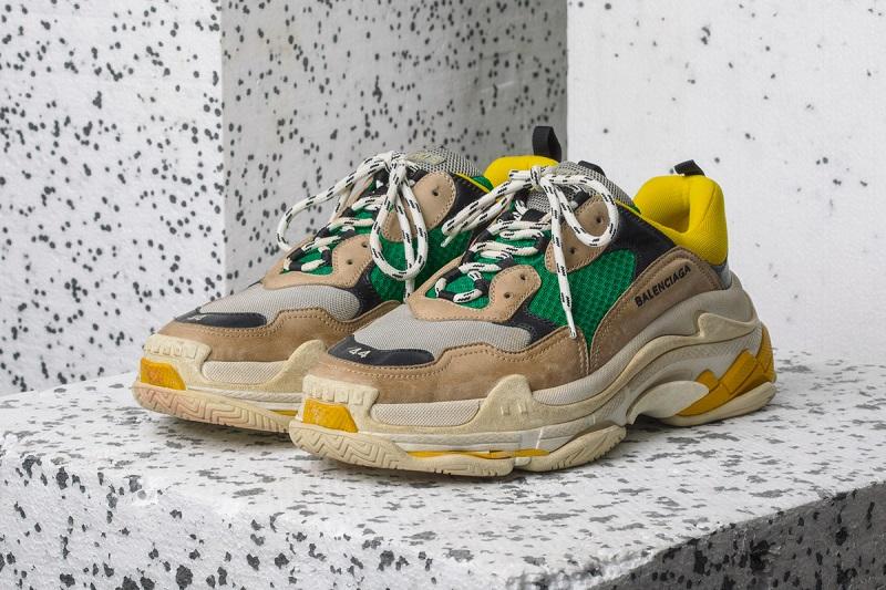A robosztus Balenciaga Triple S sneakerbox.hu blog