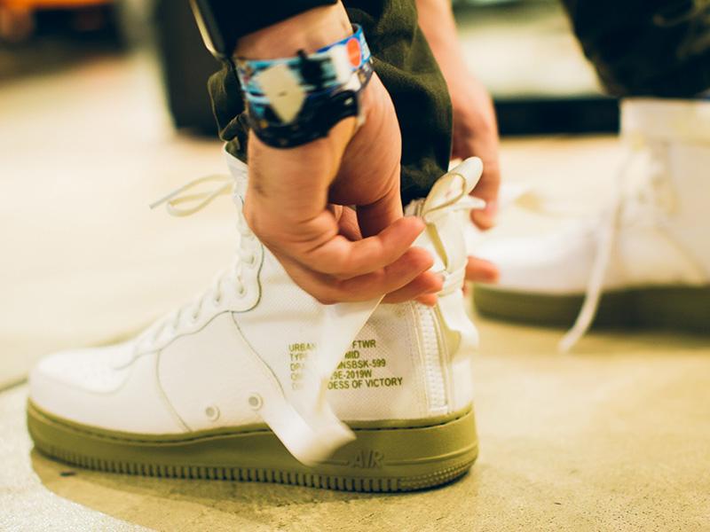 Nike SF-AF1 Mid hátul cipzárral