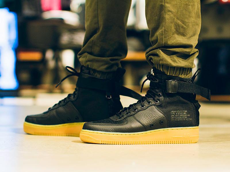 Nike SF Air Force 1 Mid - megtalálod a Westendben és a Fashion Streeten