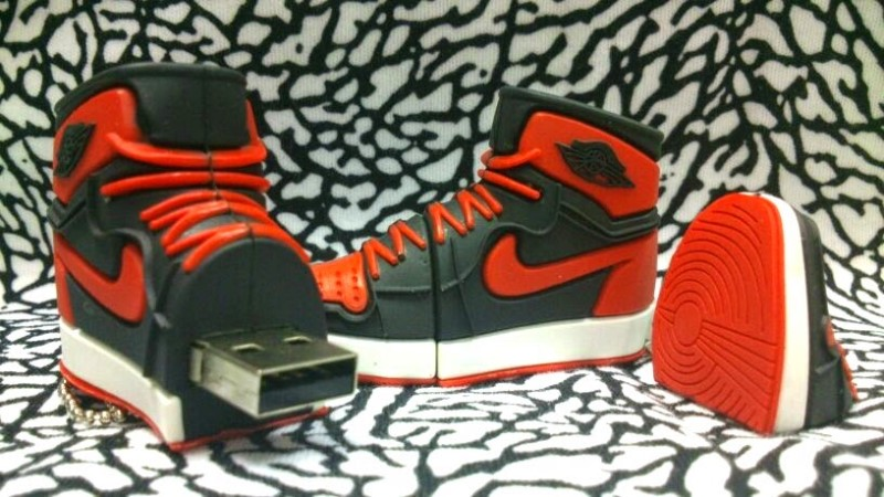 Karácsonyi ajándék pendrive egy sneakerheadnek