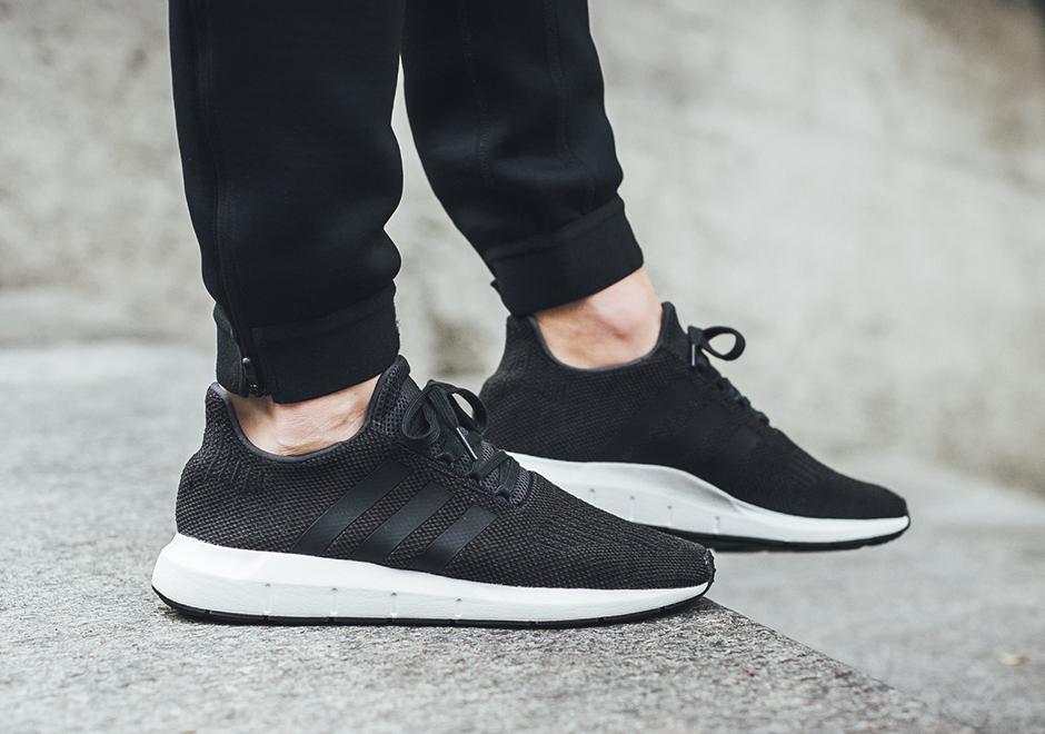 Adidas Swift Run CQ2114 Forrás: Sneaker News
