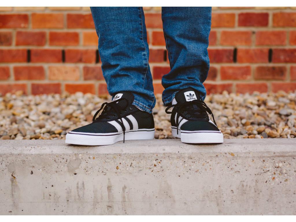 adidas Adiease fekete deszkás cipő (Core Black/Footwear White/Energy BB8471) - 13.990 Ft