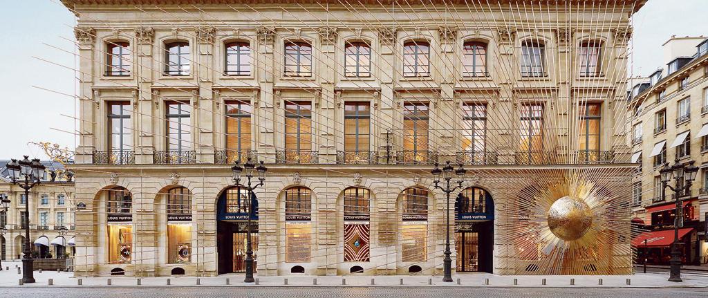 Louis Vuitton @ Place Nendome Paris