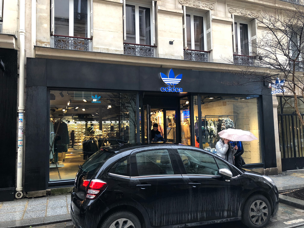 Sneaker Store Check Párizsban: adidas Originals Marais (3 Ter Rue des Rosiers)