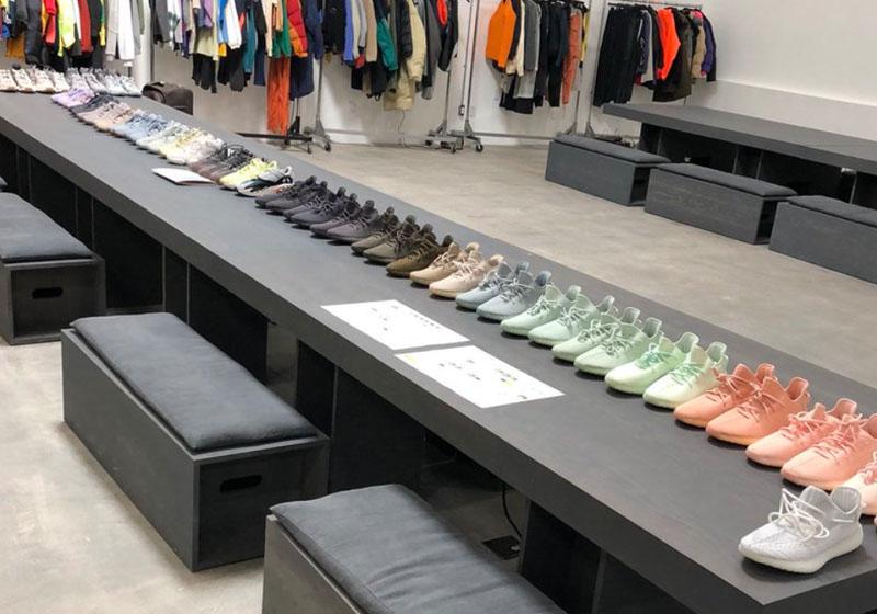 Kanye fotója az adidas Yeezy Boost 350 V2 modellekről