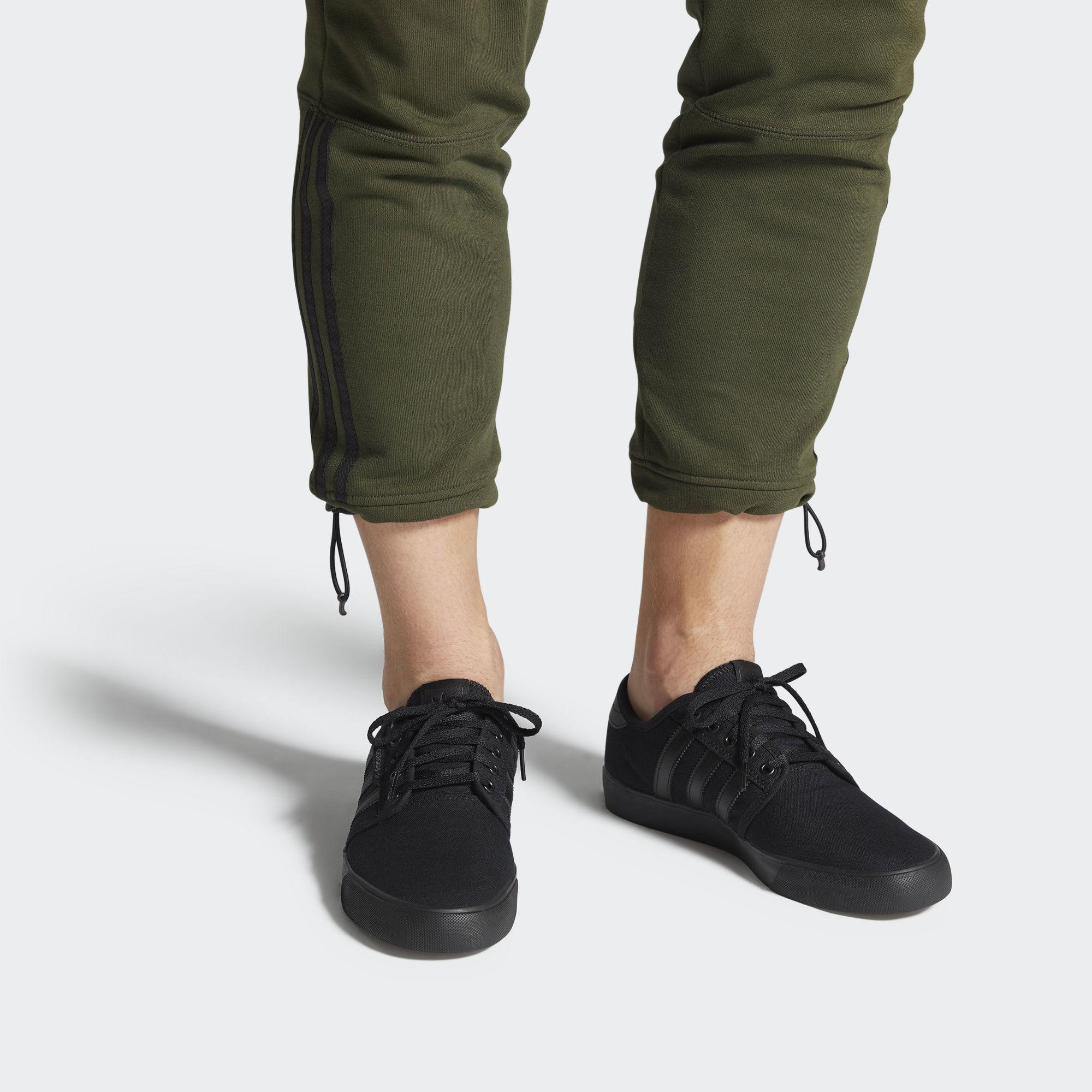 adidas Seeley fekete (AQ8531 (A))