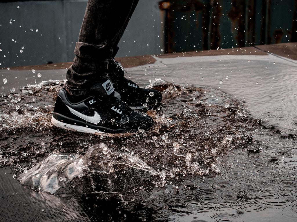 Impregnáld a sneakered! Fotó: Stan Diordiev @ Unsplash