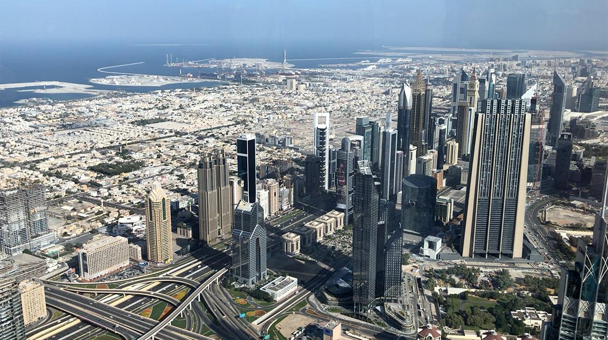 Kilátás a dubaji Burj Khalifa 125. emeletéről