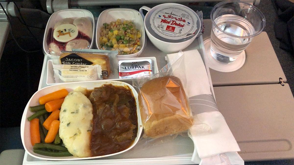 Az Emirates gépeken turistaosztályon is rendben van a kaja
