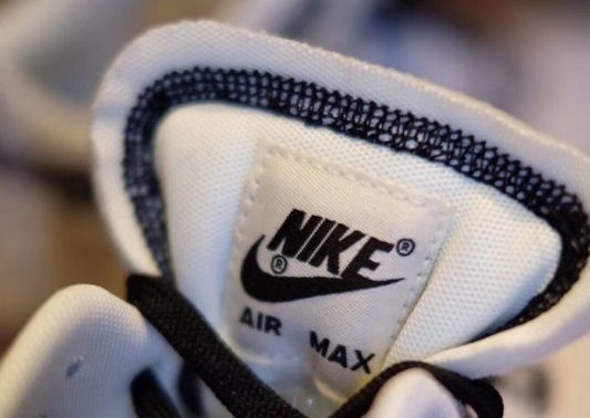 "Nike Air Max 1 ""Inside Out"" - A belső badge"