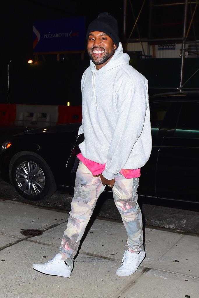 Kanye West, amikor nyomja a lábát a Yeezy... lábméret: 46