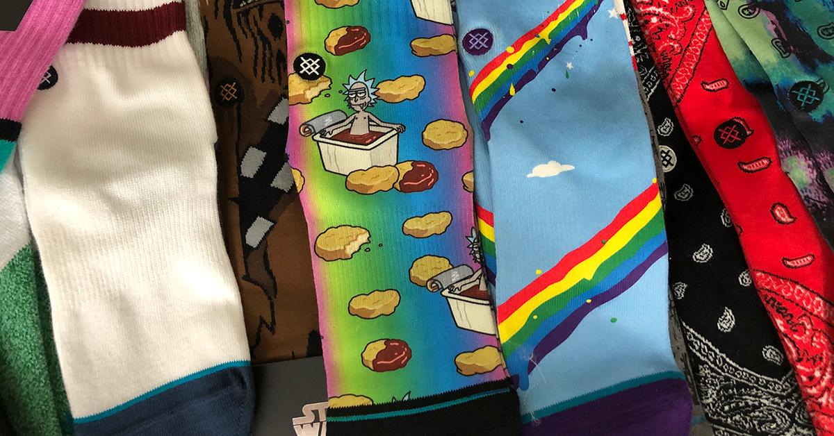 Zokni, a klasszikus ajándék: snekaer rajongóknak jöhet a színes Stance zokni!