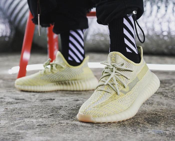 Olcsón Adidas Yeezy 350 V2 Boost SárgaKék Cipők (B37572