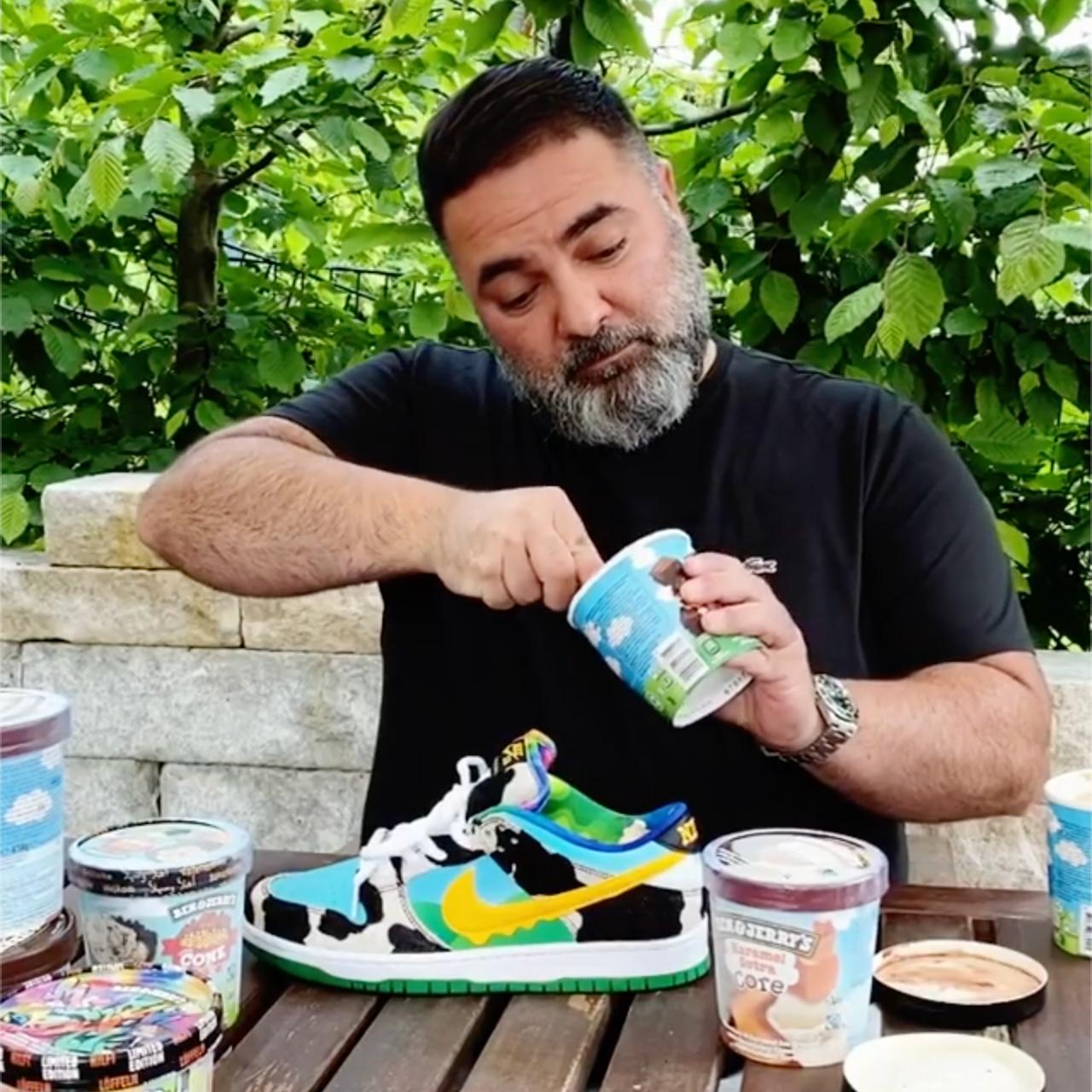 Hikmet Sügör a Chunky Dunkyt használja jégkrémes pohárnak