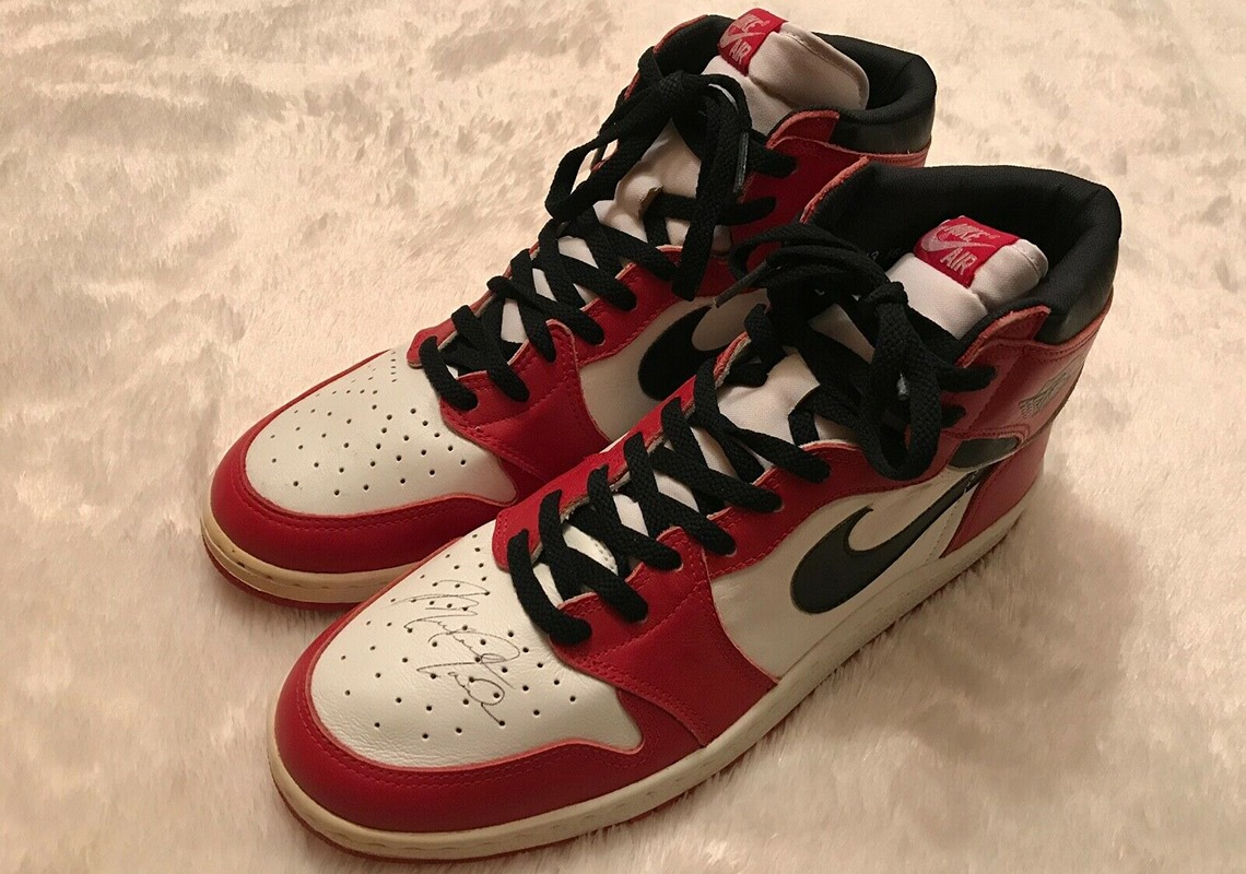 Air Jordan 1 Chicago 1985